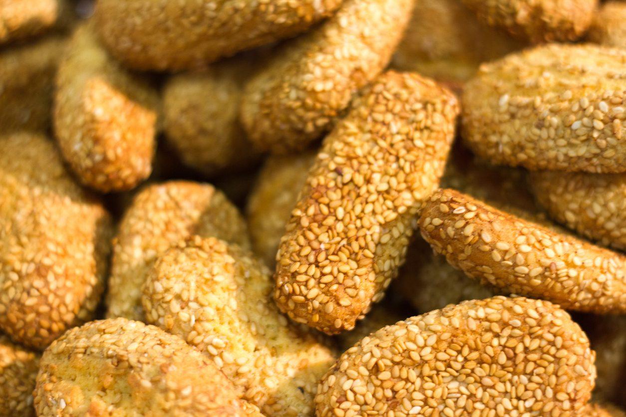 Biscotti Regina: la ricetta dei biscotti siciliani ricoperti con semi di sesamo