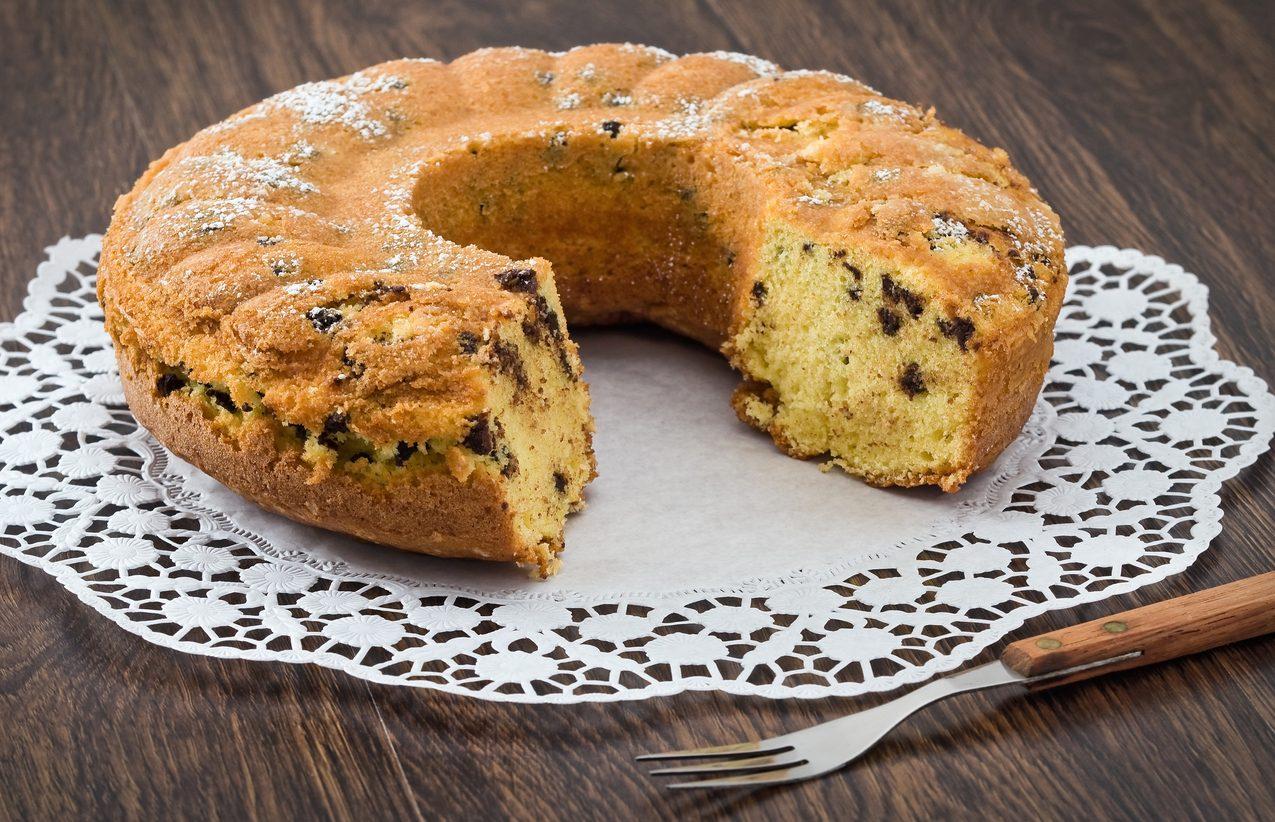 Ciambella ricotta e cioccolato: la ricetta del dolce per la colazione morbido e delizioso