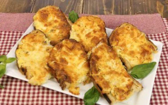 Pane all'uovo al forno: la ricetta con pane raffermo semplice e sfiziosa