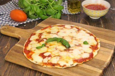 Piadipizza: la ricetta della pizza piadina veloce e gustosa