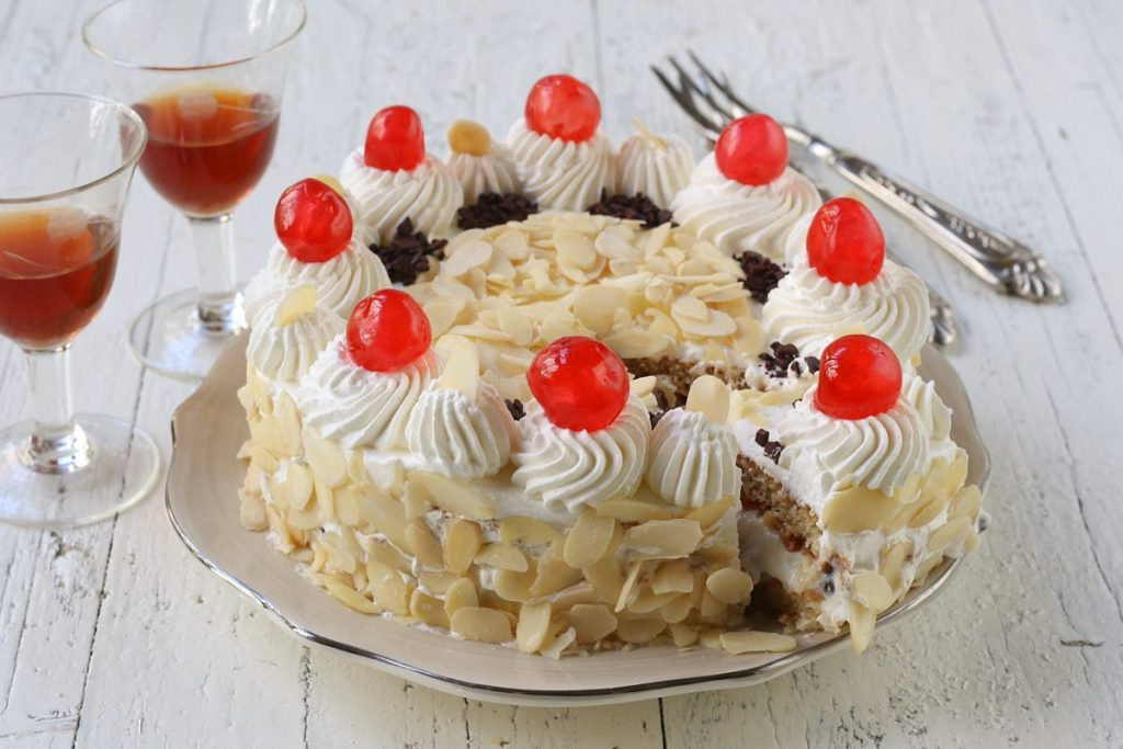Servire la torta fedora
