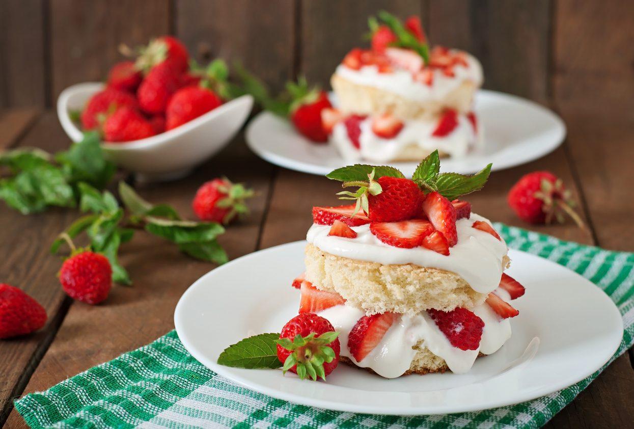 Torta furba alle fragole: la ricetta del dolce scenografico semplice da preparare