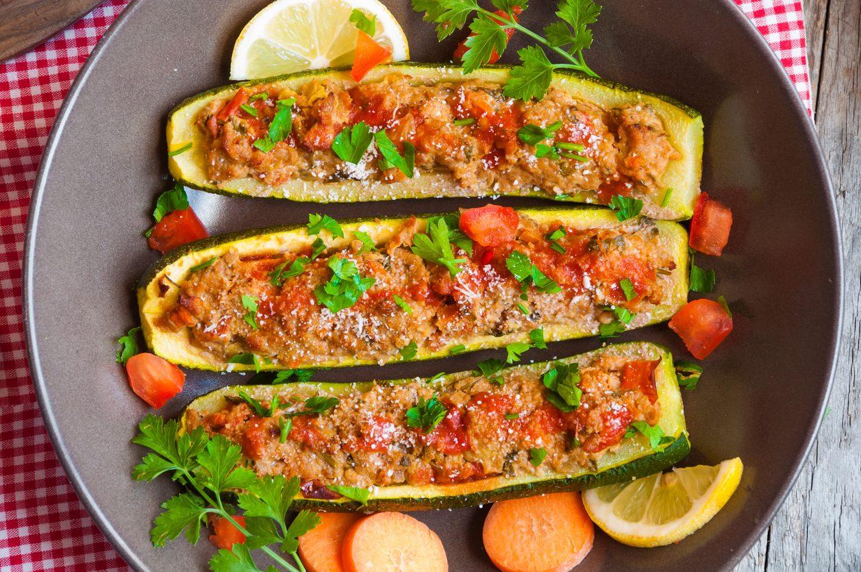 Zucchine ripiene di gamberetti: la ricetta dell'antipasto di pesce dal sapore delicato