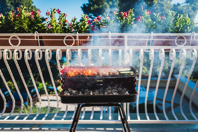 Pasquetta 2020: si può fare il barbecue in balcone?