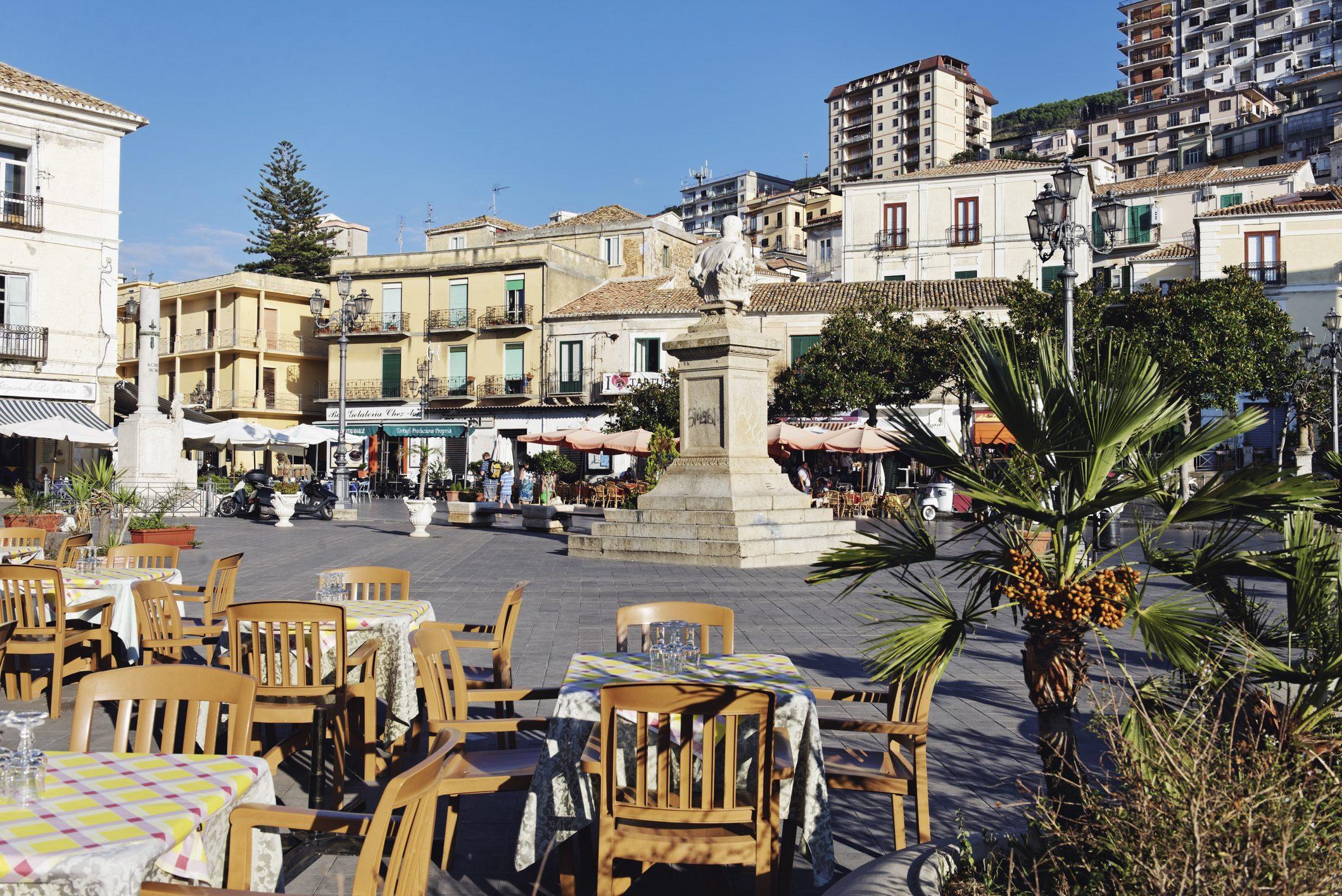 La Calabria riapre i ristoranti, per il governo è un atto illegittimo