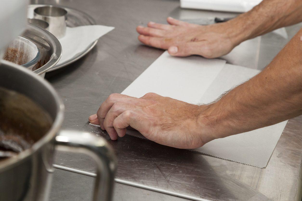 I mille usi della carta forno: 10 usi alternativi in cucina