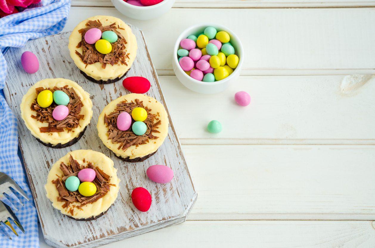 Cheesecake di Pasqua: la ricetta con gli ovetti colorati