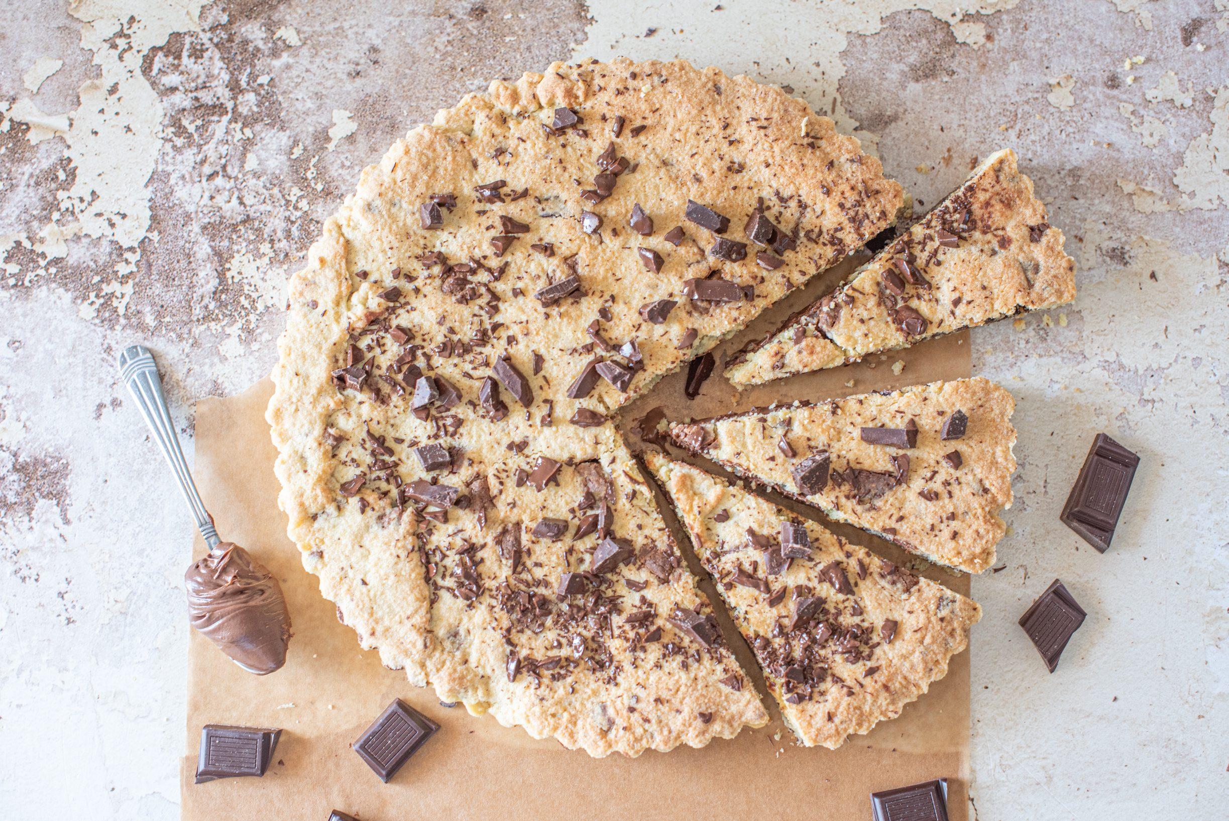 Crostata biscottata al cioccolato: la ricetta del cookie americano in versione maxi