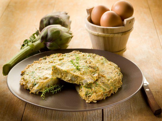 Frittata di carciofi e patate: la ricetta veloce e sana
