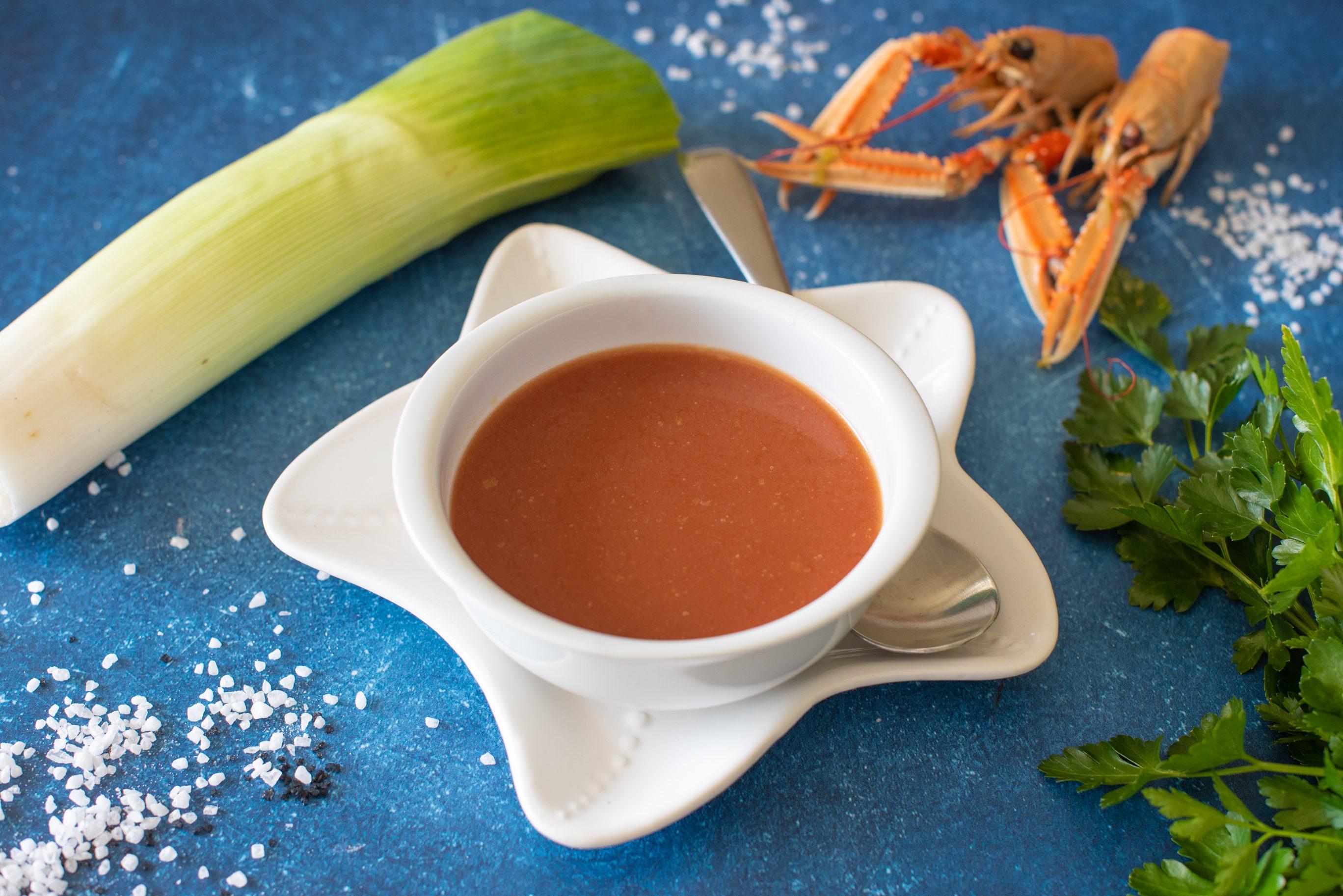 Fumetto di crostacei: la ricetta della base perfetta per risotti, zuppe e salse