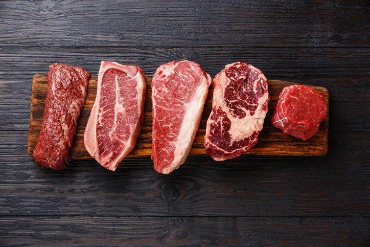 La carne rossa va lavata prima di cucinarla?