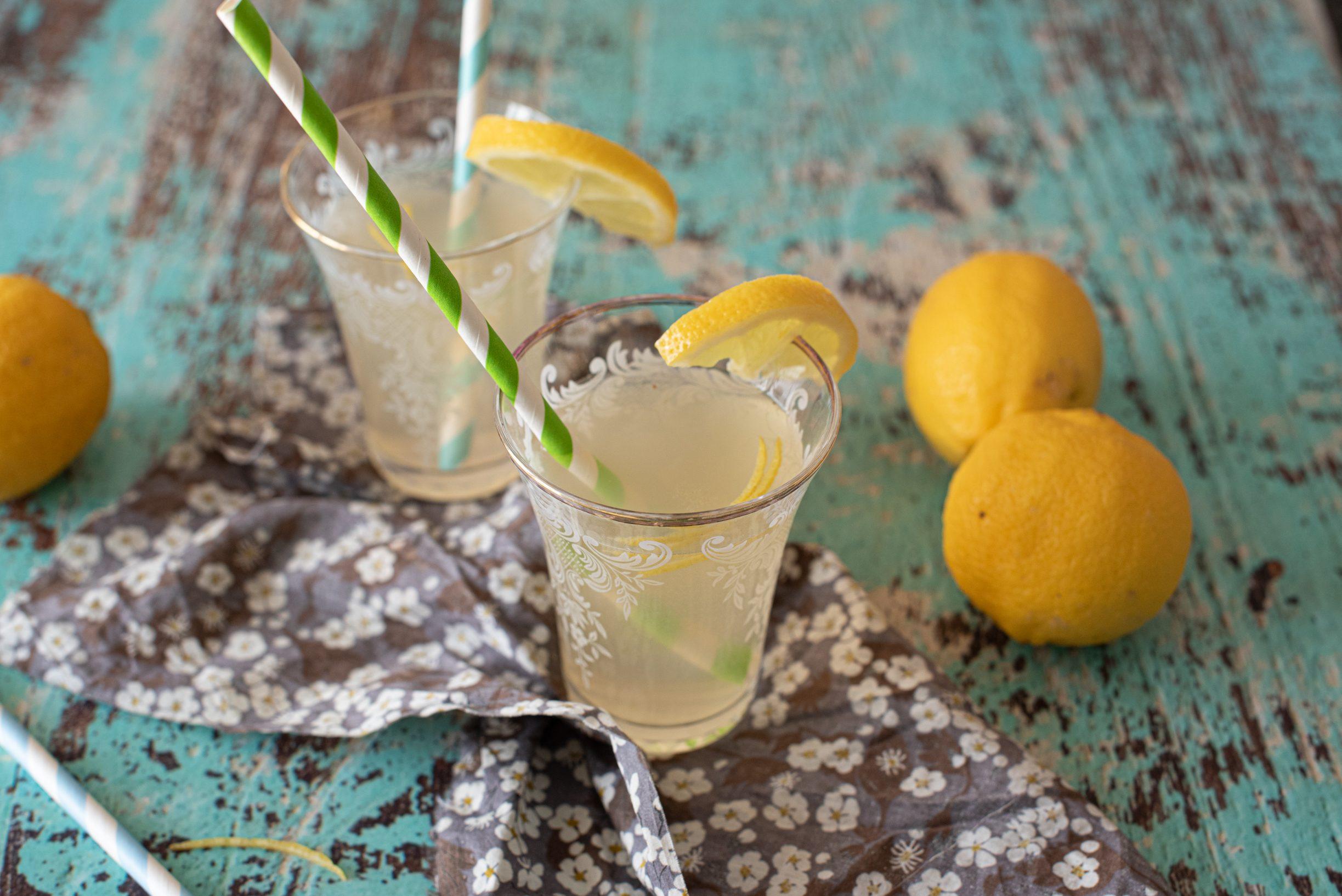 Base per limonata: la ricetta per preparare bevande e dessert rinfrescanti