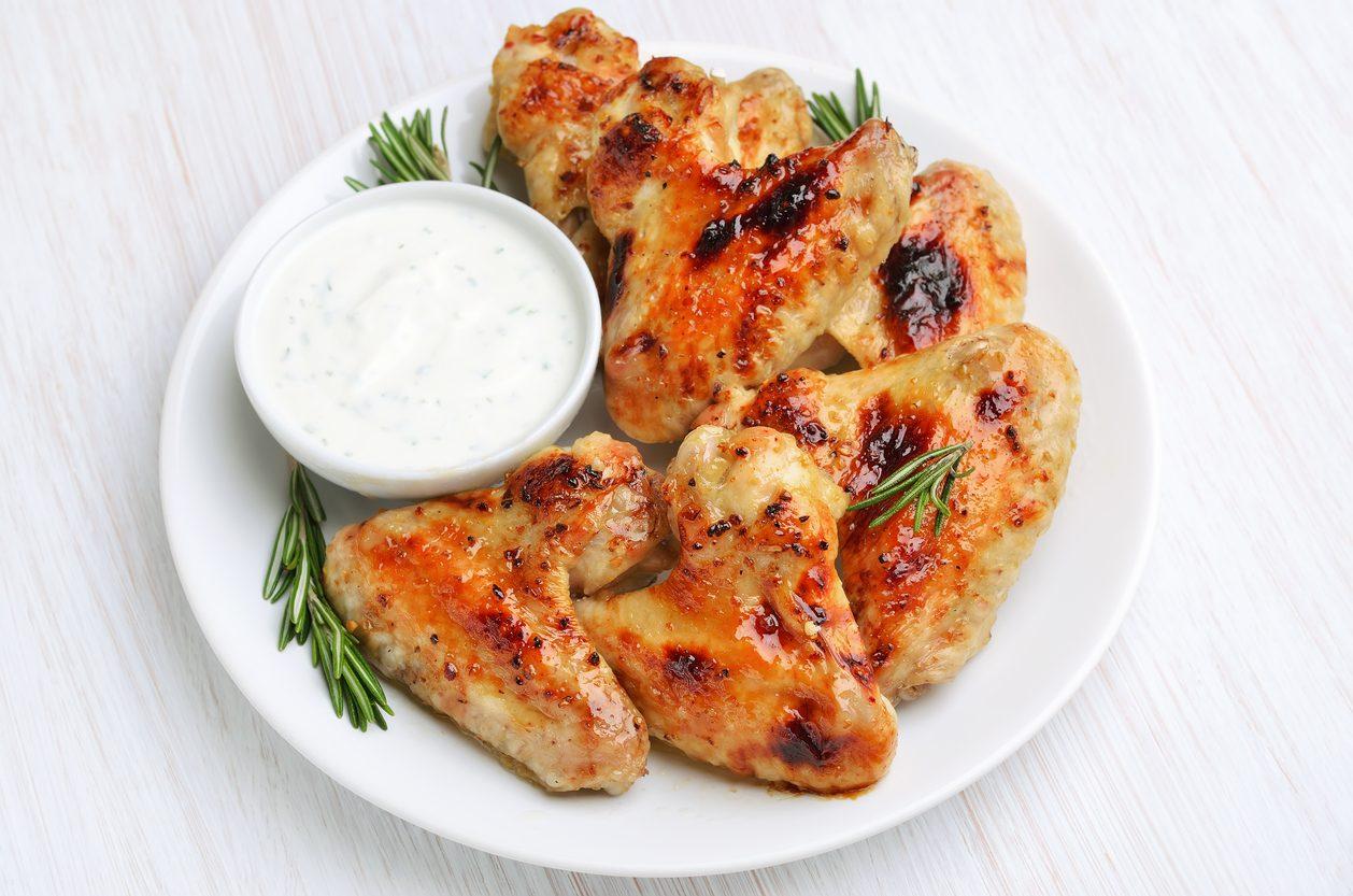 Alette di pollo in padella: la ricetta del secondo piatto croccante e saporito