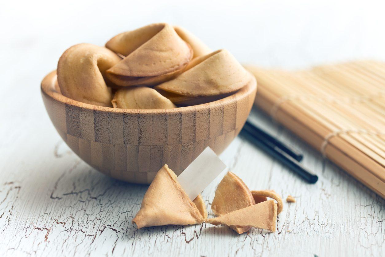 Biscotti della fortuna: la ricetta dei dolcetti croccanti con messaggio di buon auspicio