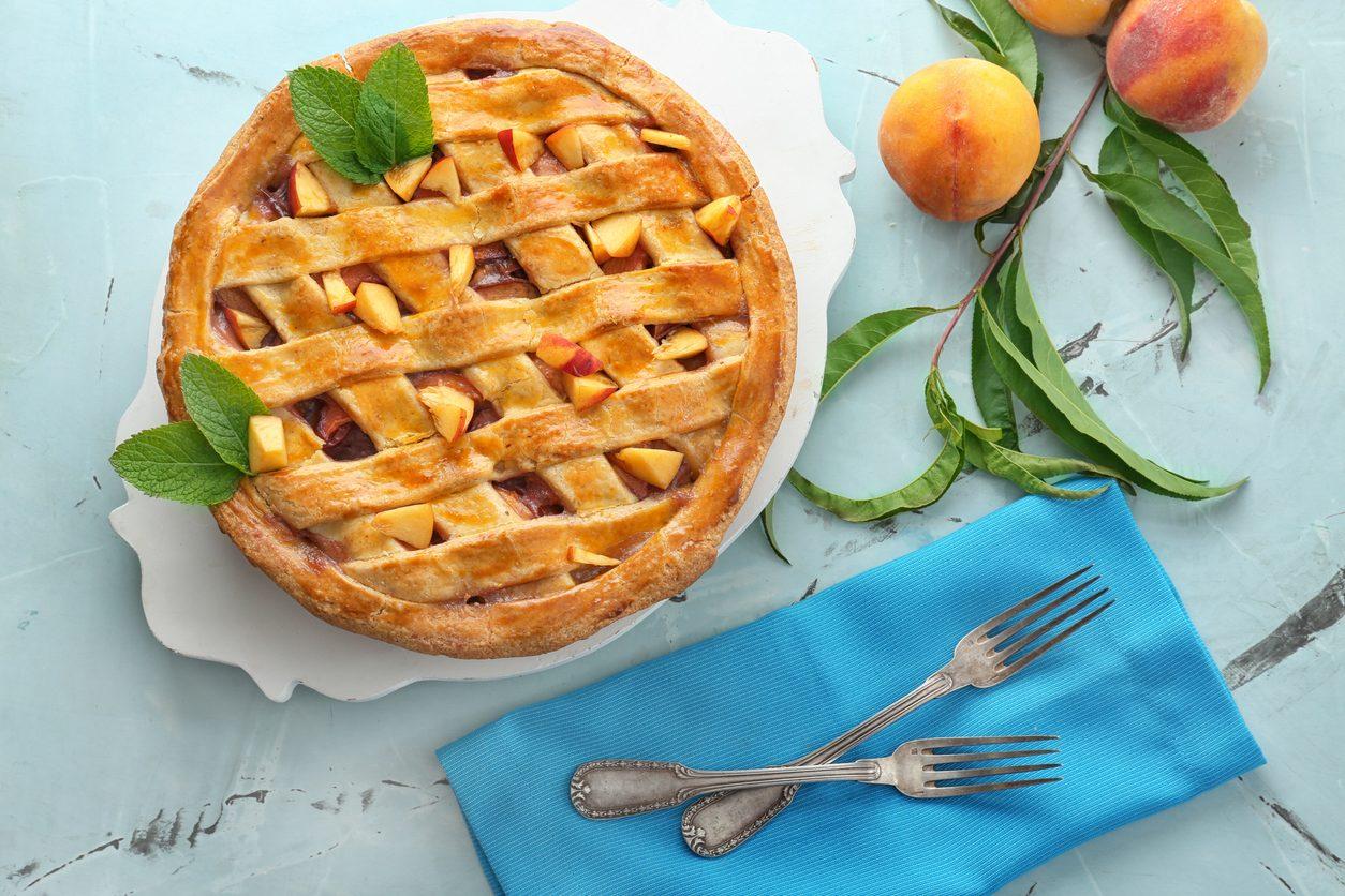 Crostata pesche e amaretti: la ricetta del dolce delizioso e facile da realizzare