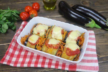 Involtini di melanzane con spaghetti: la ricetta del primo piatto gustoso e originale