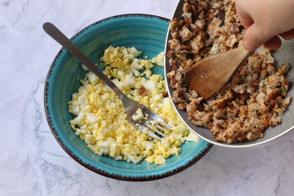 schiacciare le uova sode