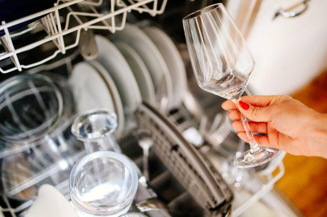 Oggetti, utensili e stoviglie da non mettere mai in lavastoviglie