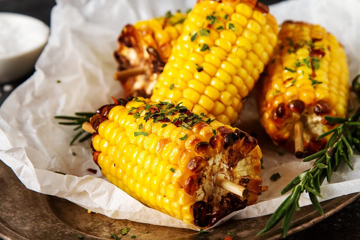 Pannocchie al cartoccio: la ricetta al forno del contorno semplice e sfizioso