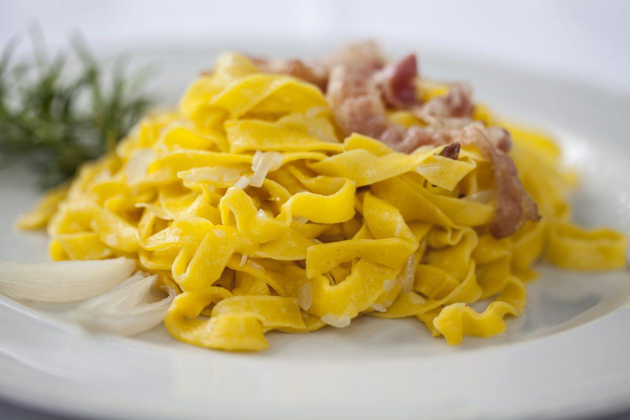 Pasta con prosciutto cotto: la ricetta del primo piatto semplice, saporito e velocissimo