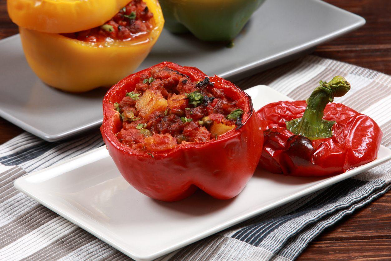 Peperoni 'mbuttunati: la ricetta dei peperoni imbottiti alla napoletana