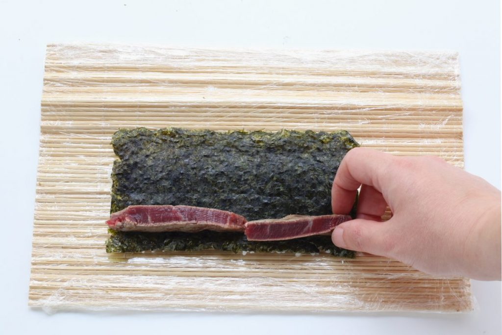 ripieno del sushi di carne