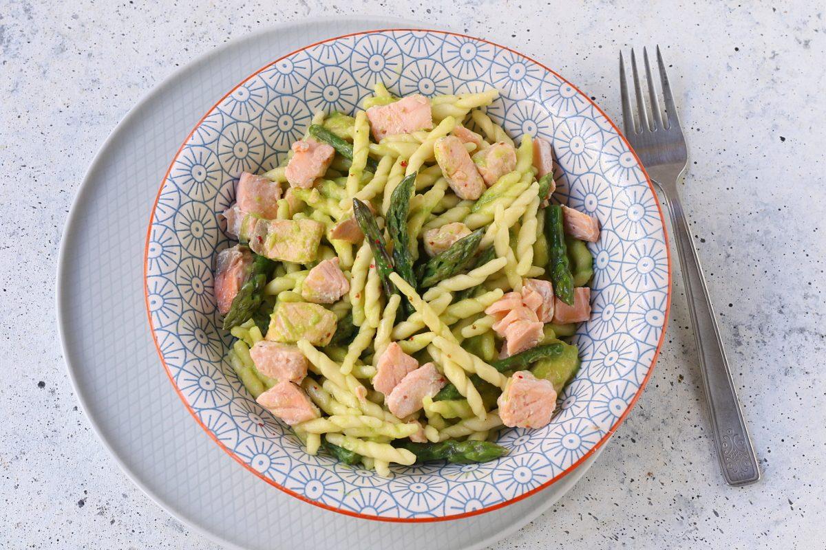 Trofie asparagi e salmone: la ricetta del primo piatto saporito e primaverile