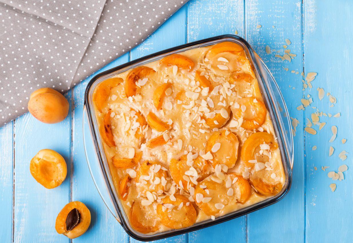 Clafoutis alle albicocche: la ricetta per un dolce nutriente e facilissimo