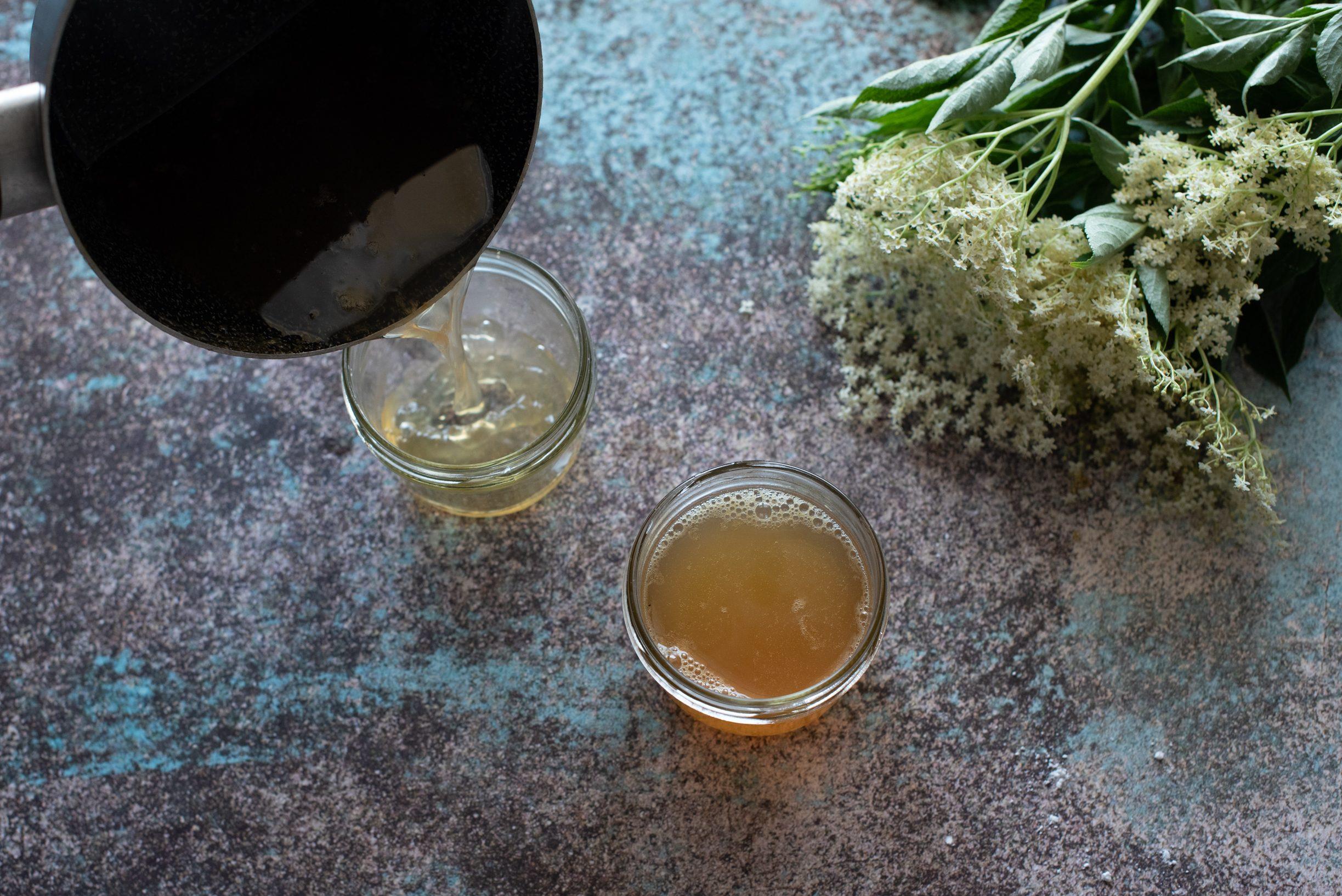 Confettura ai fiori di sambuco, filtrare