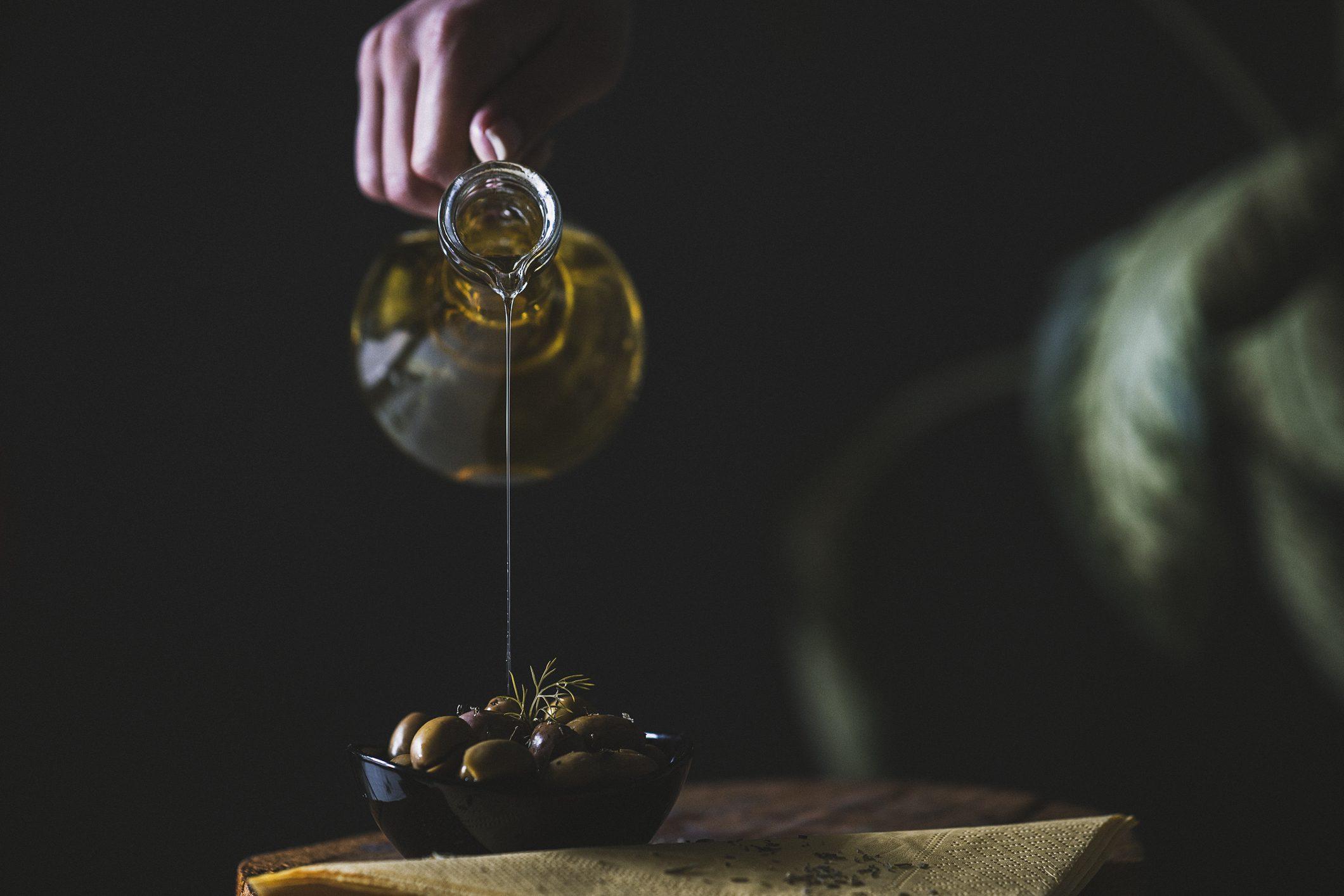 Un viaggio alla scoperta dei segreti dell'olio extravergine: arriva la scuola on line