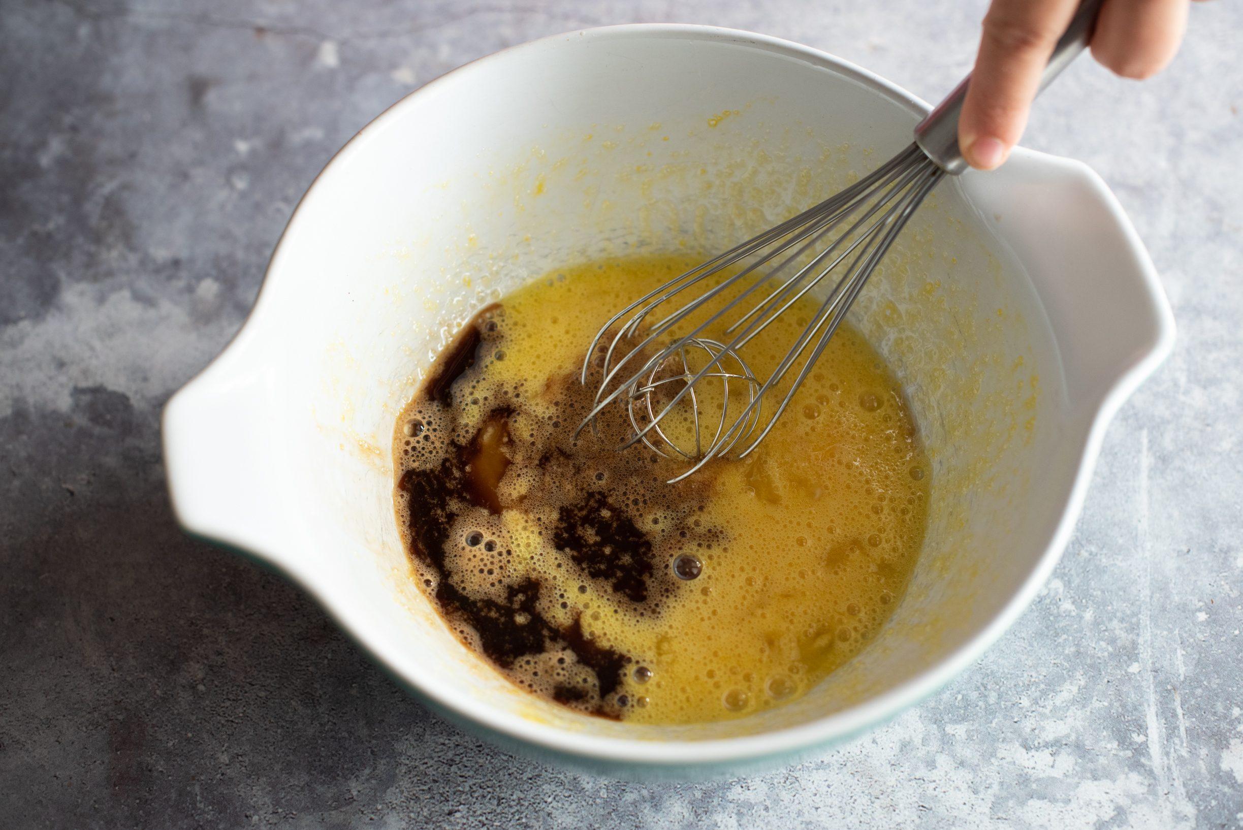 Crostata morbida al tiramisù, aggiungere il caffè