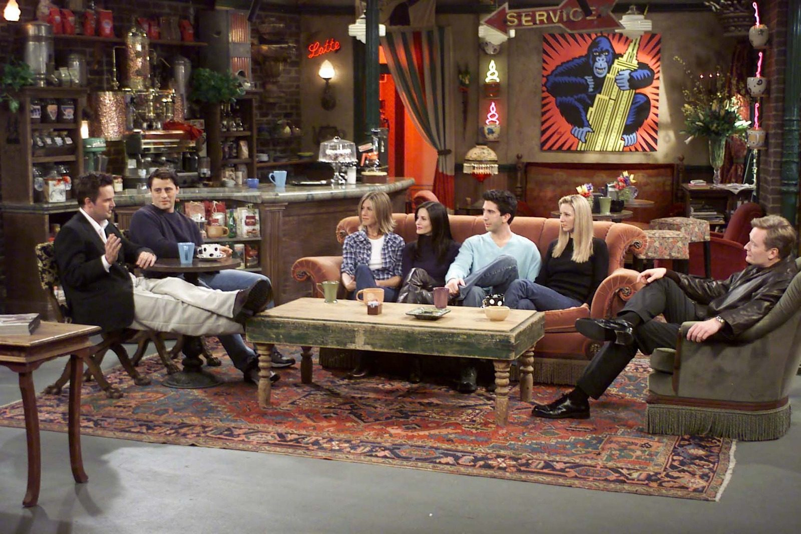 Volete organizzare le cene come Monica Geller? Arriva il ricettario di Friends