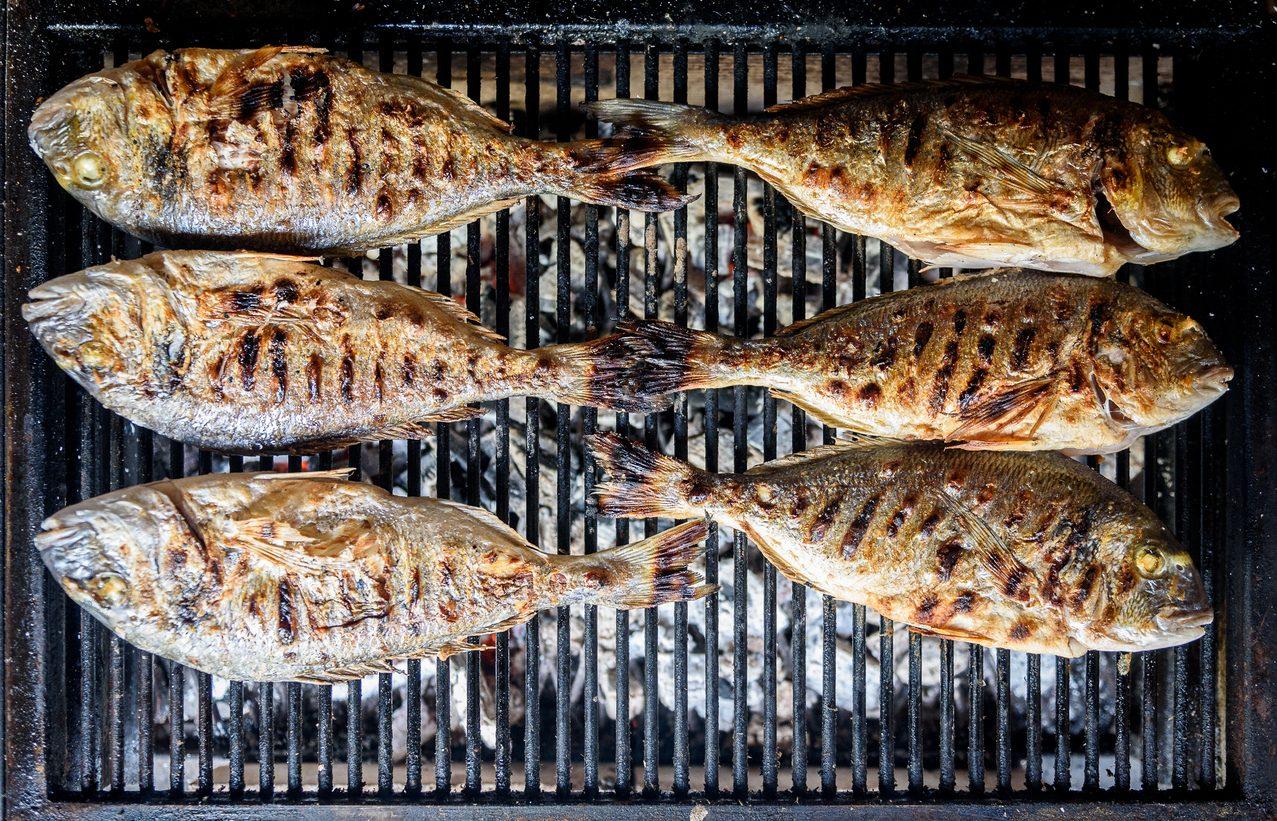 Come cucinare il pesce alla griglia alla perfezione: consigli e  trucchi