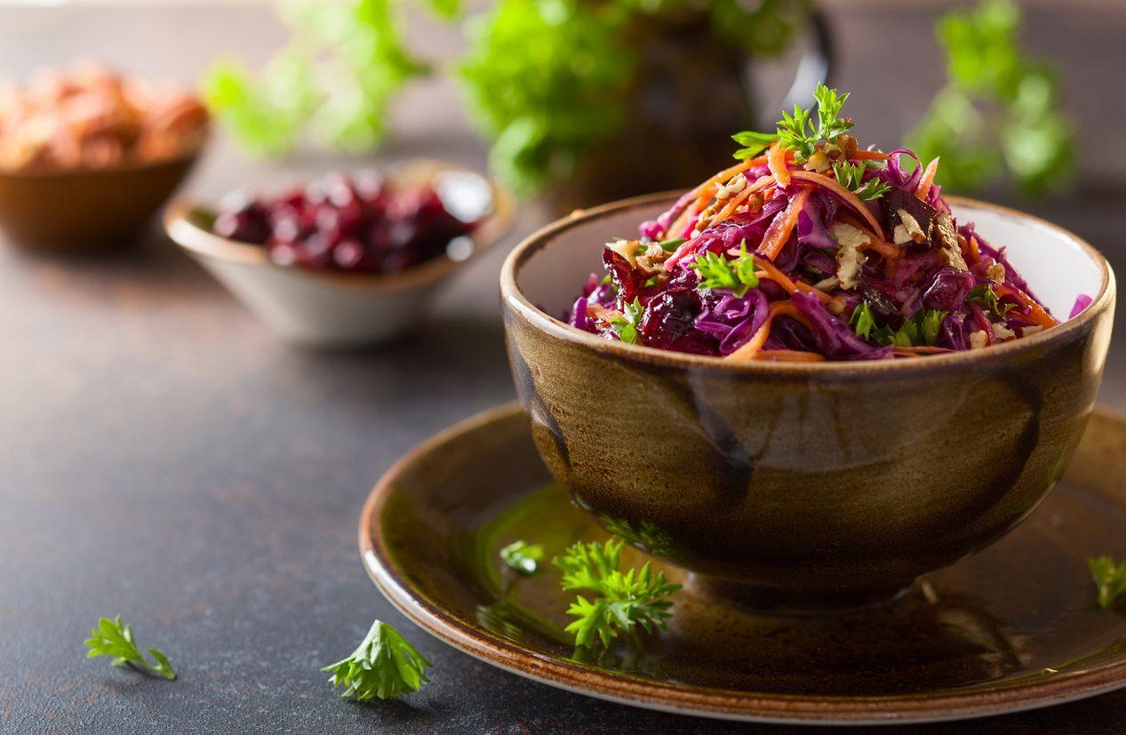 Insalata di cavolo rosso: la ricetta dell'insalata croccante e gustosa