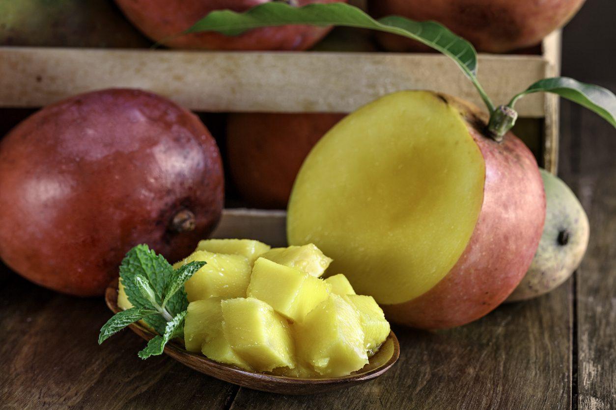 Come si mangia il mango: sceglierlo, pulirlo e tagliarlo nel modo giusto