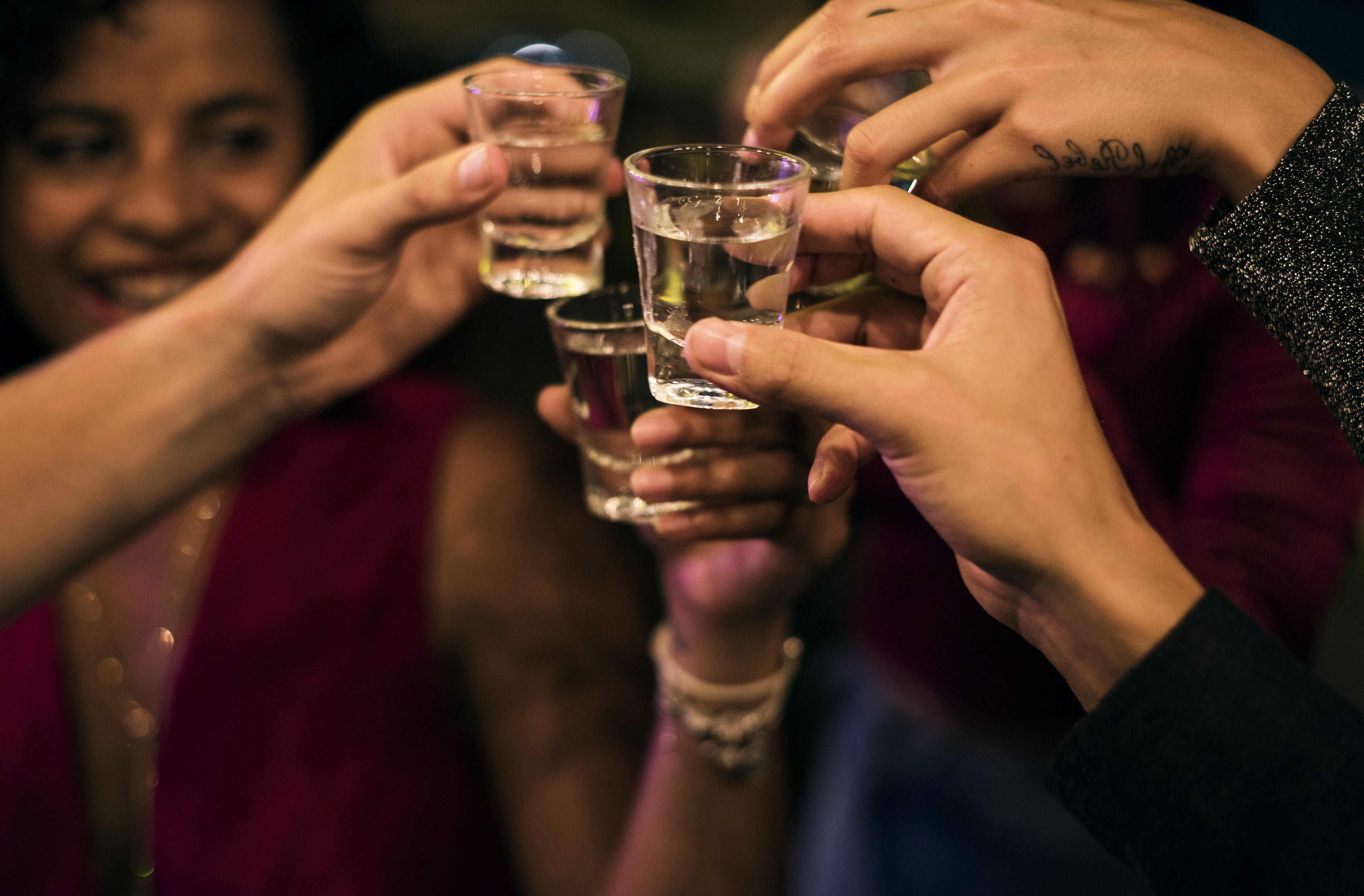 Lotta alla movida: in Campania vietato l'alcol nei luoghi pubblici dalle 22