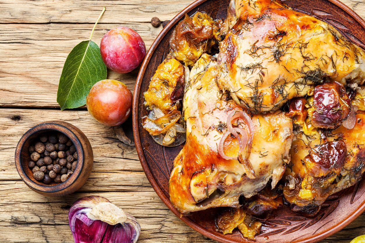 Pollo alle prugne: la ricetta per un secondo piatto gustoso e originale