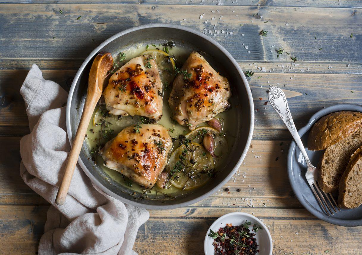 Pollo alla salvia: la ricetta di un secondo piatto leggero e delicato
