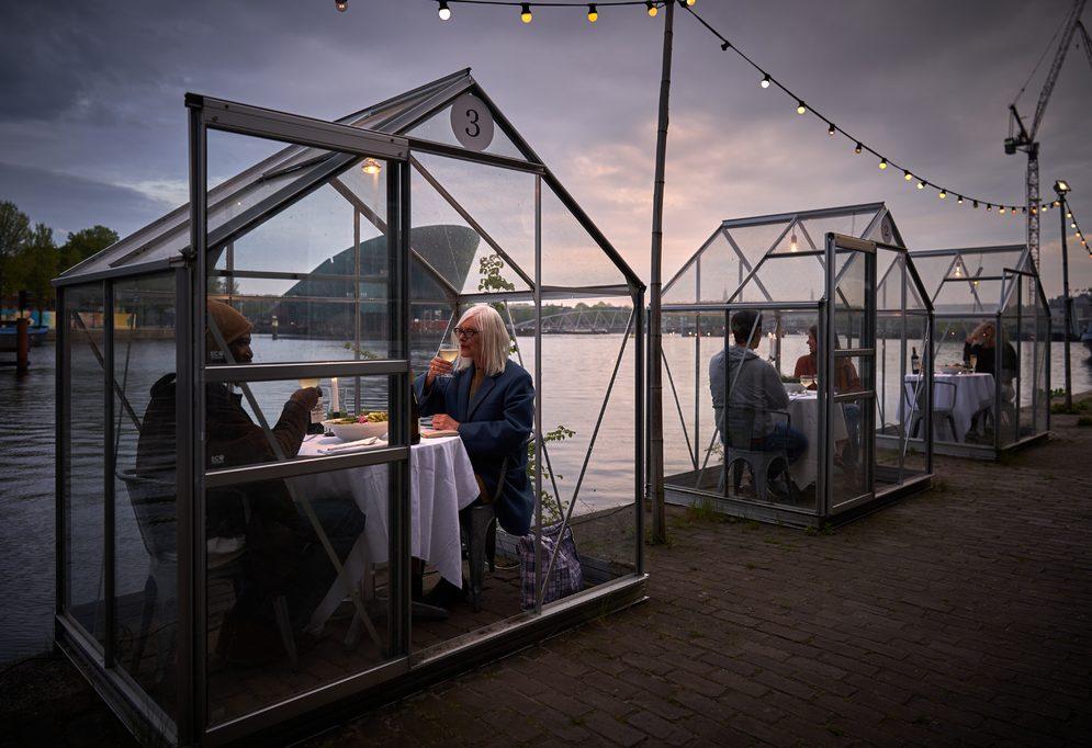 Serres Séparées: le serre-privé del Mediamatic Eten per cenare in riva al fiume