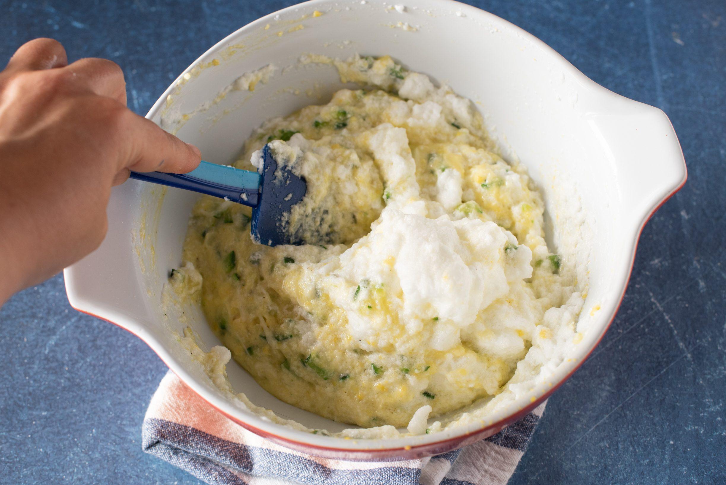 Soufflé di zucchine, mescolare il tutto