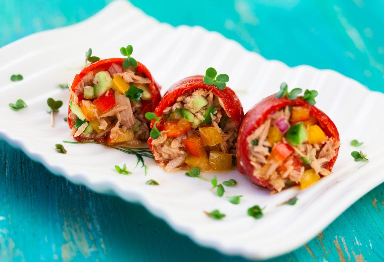 Involtini di peperoni al tonno: la ricetta dell'antipasto estivo fresco e delizioso