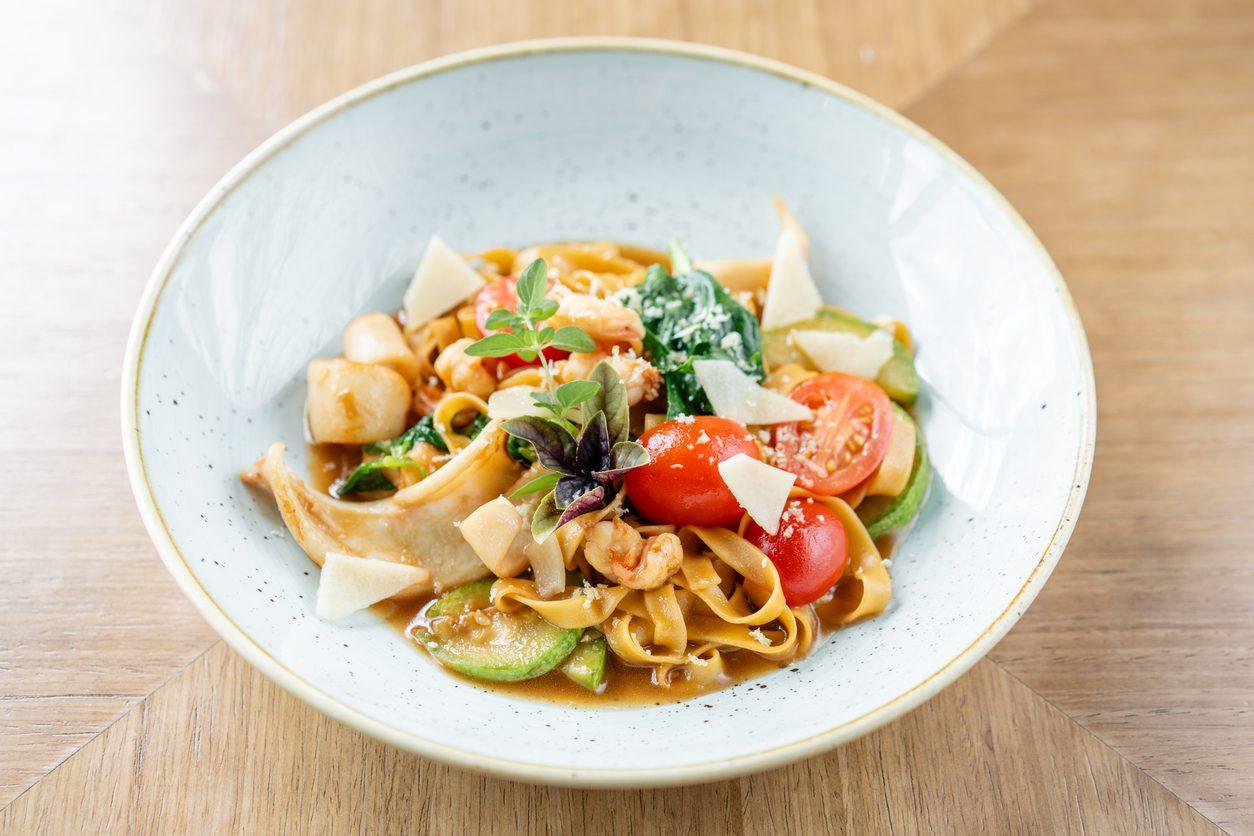 Pasta calamari e zucchine: la ricetta del primo piatto sfizioso e saporito