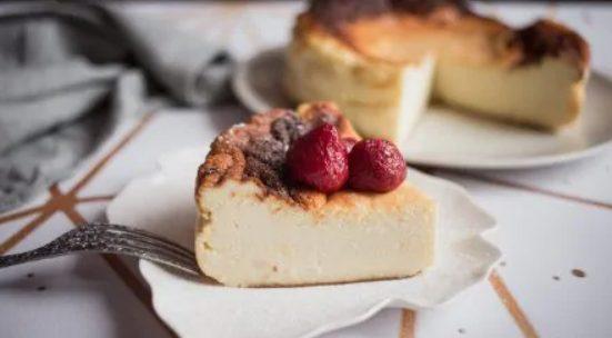San Sebastian cheesecake: la ricetta della torta spagnola cremosa e saporita