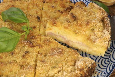 Sbriciolata di patate e zucchine: la ricetta della torta rustica con prosciutto e provola