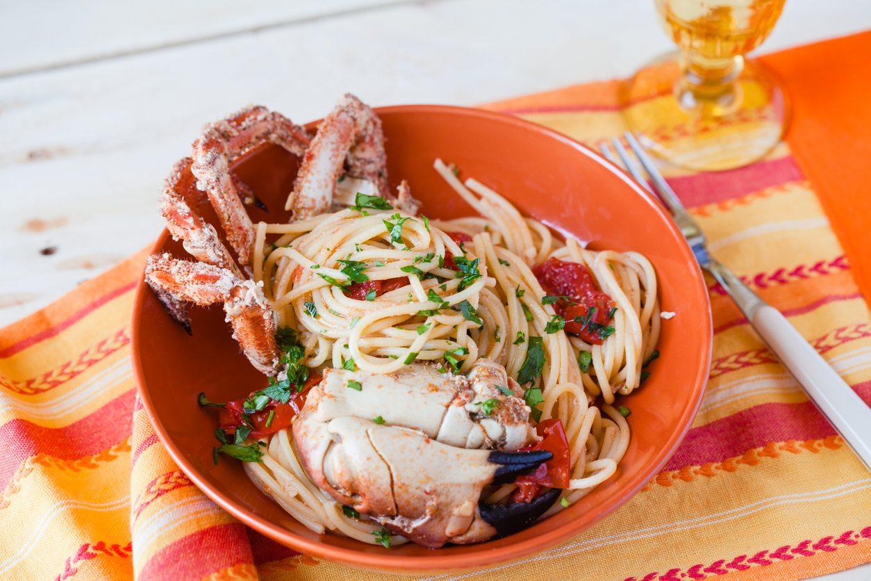 Spaghetti alla granseola: la ricetta del primo piatto di pesce semplice e prelibato