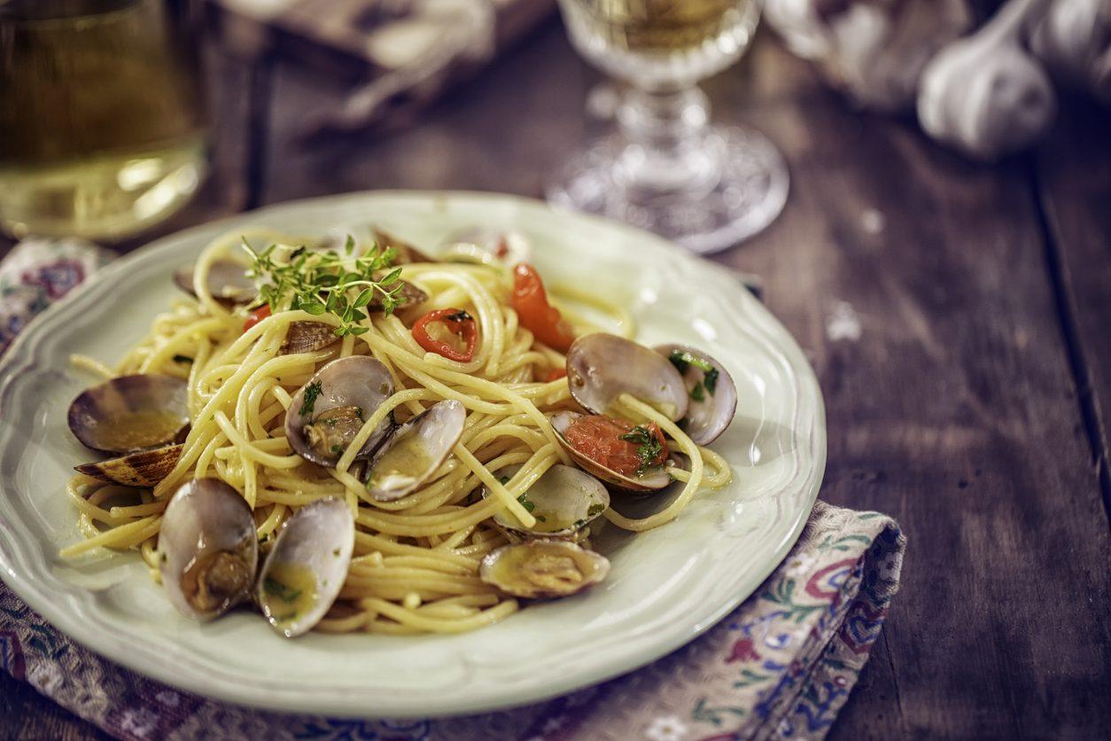 Spaghetti con le arselle: la ricetta del primo piatto semplice al profumo di mare