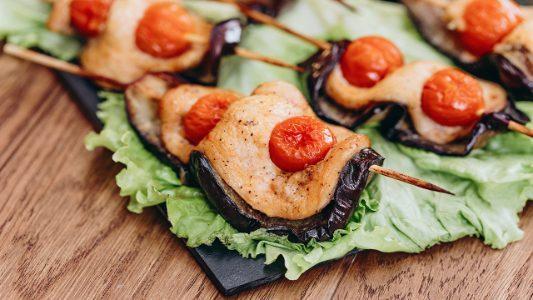 Spiedini di pollo e melanzane: la ricetta del secondo piatto veloce e sfizioso