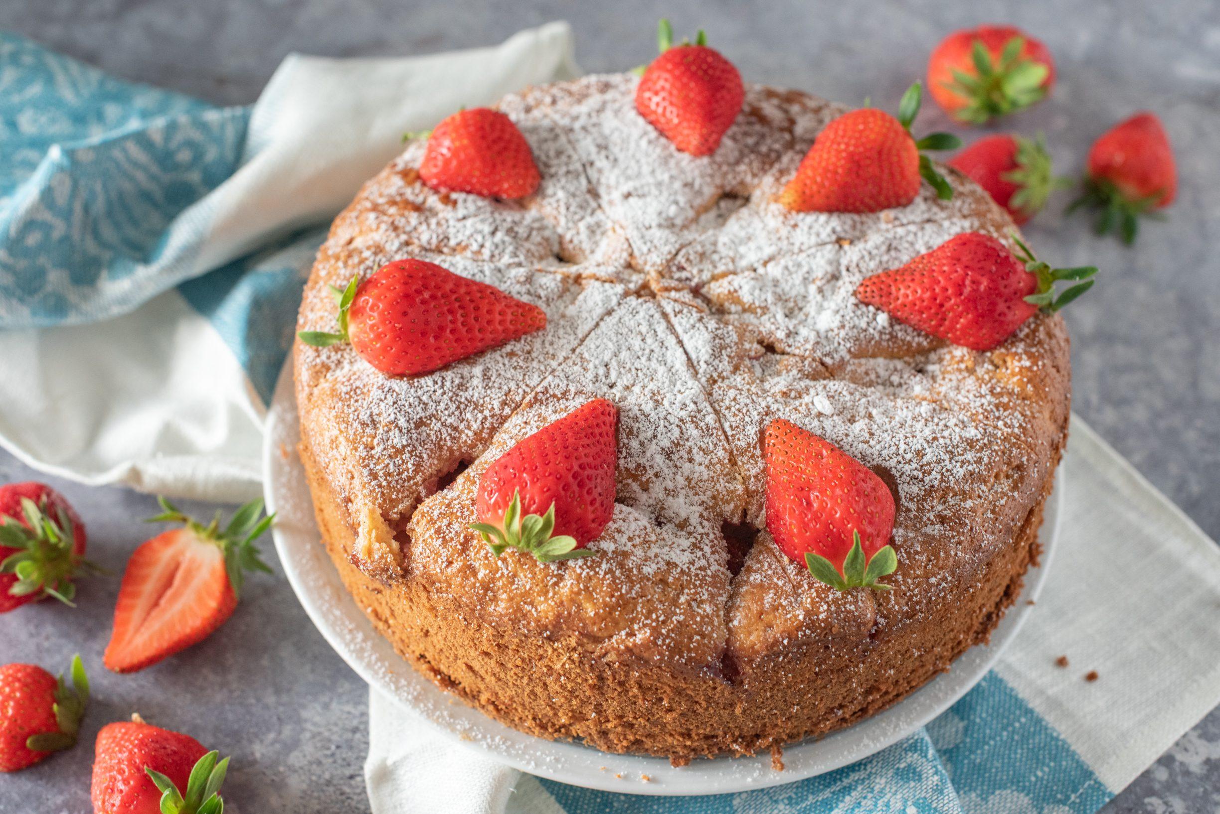 Torta fragole e mascarpone: la ricetta del dolce da credenza soffice e semplicissimo