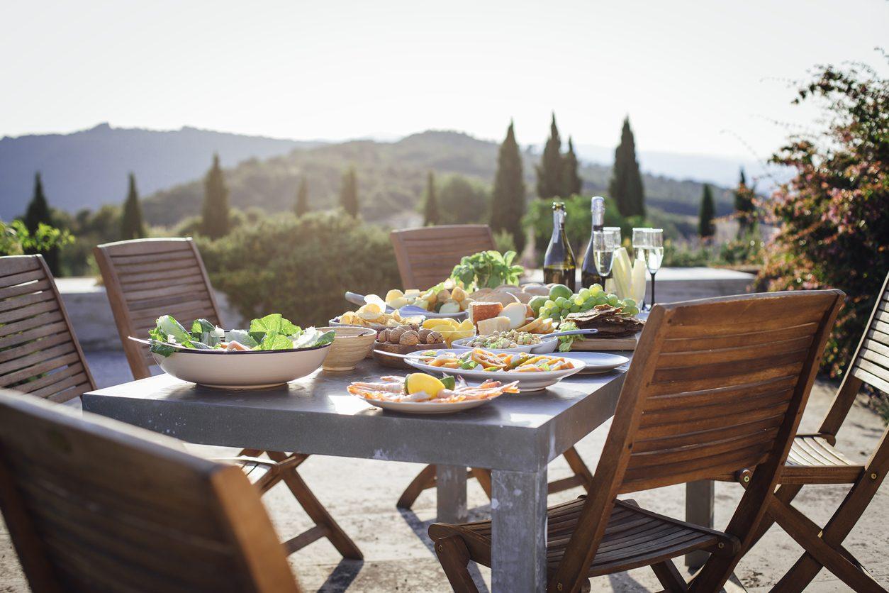 4 buone abitudini che vi renderanno più sani e più felici a tavola