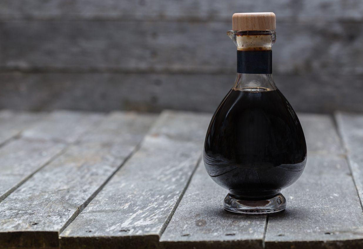 Aceto balsamico: come si fa e come usarlo a tavola